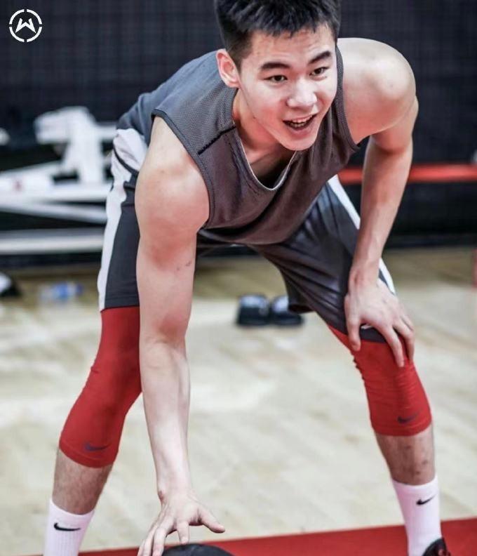 冲击NBA有望!篮坛天才入选精英训练营,放弃国家队明智选择