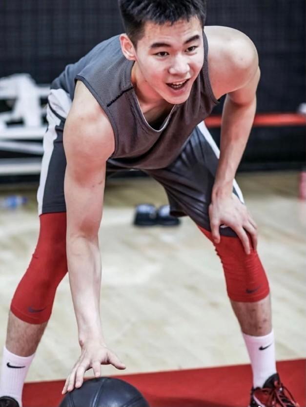 NBA球队感兴趣!篮坛天才受邀选秀试训,100人冲击前60名